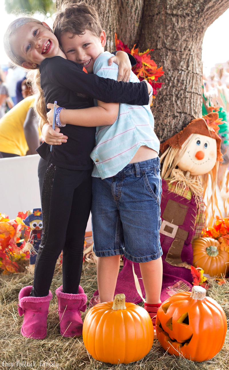 fall-sibling-hug