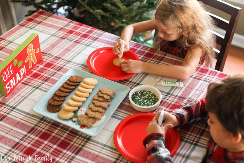 kids-decorate-cookies