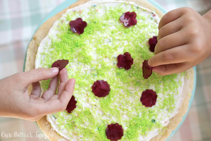 Festive Springtime Sugar Cookie Pizza flowers