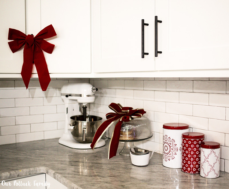 Holiday Kitchen Decorating counter