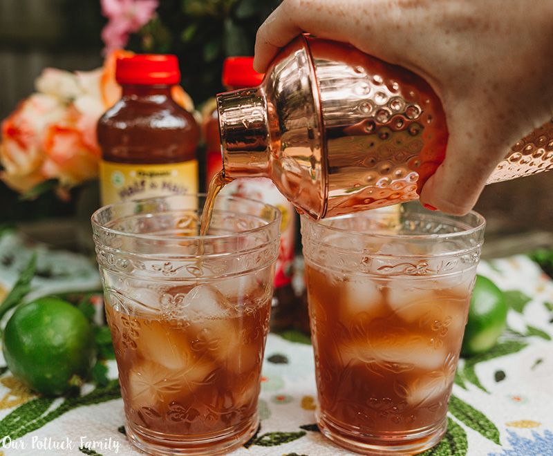 Lime Mint Iced Tea pour