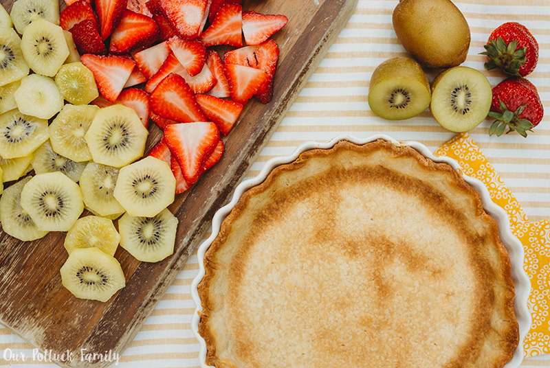 Strawberry Kiwi Cheese Tart pie crust